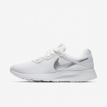 229UVBZE Nike Tanjun Lifestyle Shoes For Women White/Metallic Silver