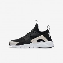 846EIWSB Nike Air Huarache Lifestyle Shoes For Boys Black/White/Barely Rose